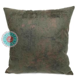 Leatherlook kussen in de kleur donker groen met koper ± 45x45cm