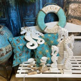 Set van drie witte houten zeepaardjes aan touw