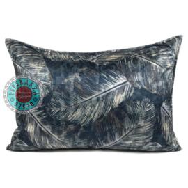 Blauw kussen met mooie veren/bladeren print ± 50x70cm