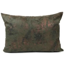 Leatherlook kussen in de kleur donker groen met koper ± 50x70cm