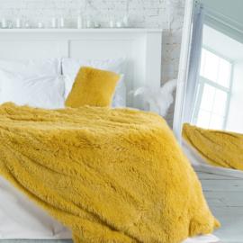 Oker gele pluche bedsprei of grote plaid 200x220cm met twee kussenhoezen 40x40cm