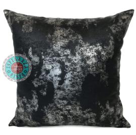 Leatherlook kussen in de kleur zwart met zilver ± 45x45cm