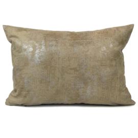 Leatherlook kussen in de kleur walnoot met zilver ± 50x70cm
