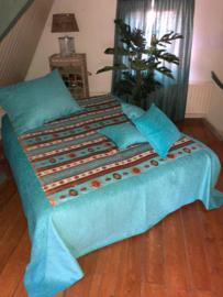 Turquoise bedsprei Aztec creme met goud 250x250cm