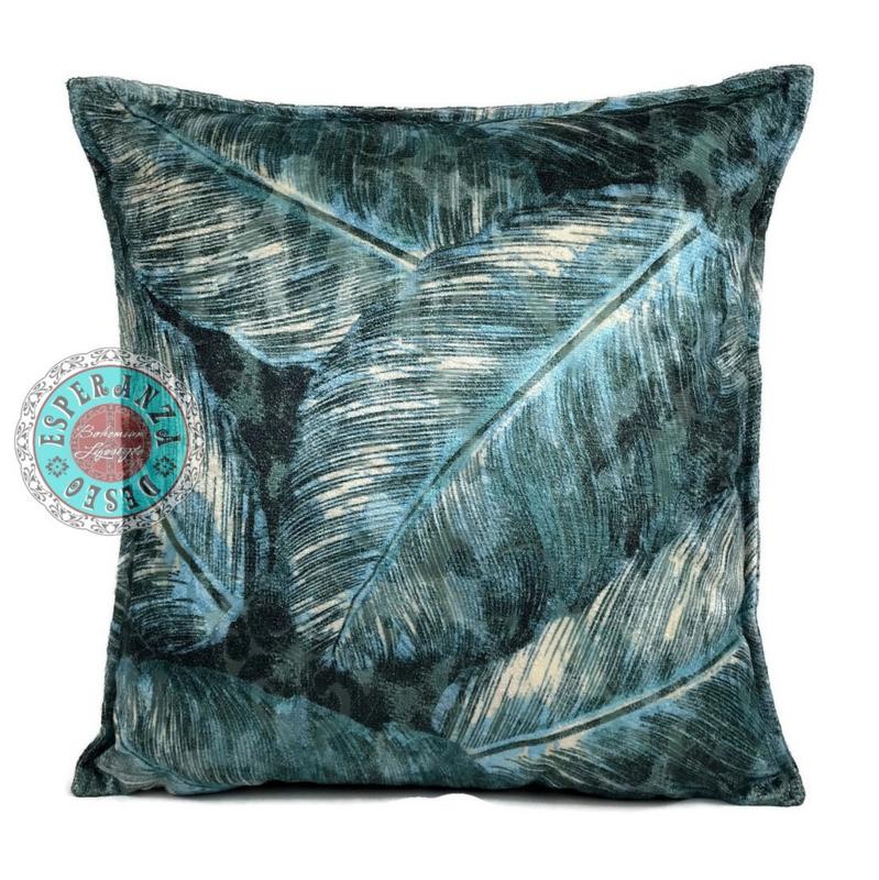 Turquoise kussen met mooie veren/bladeren print ± 45x45cm