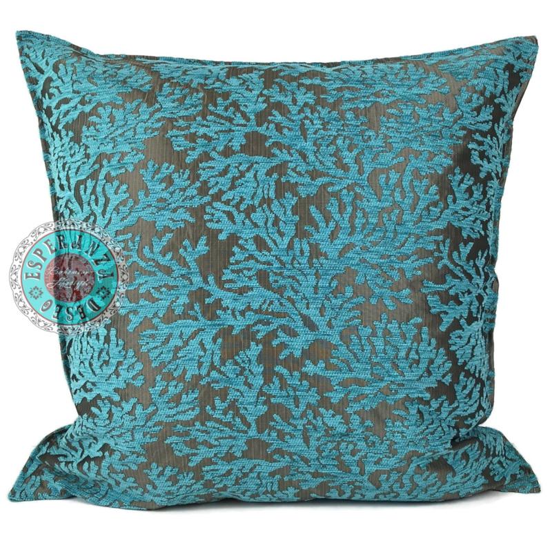 Turquoise kussen - koraal takken ± 70x70cm