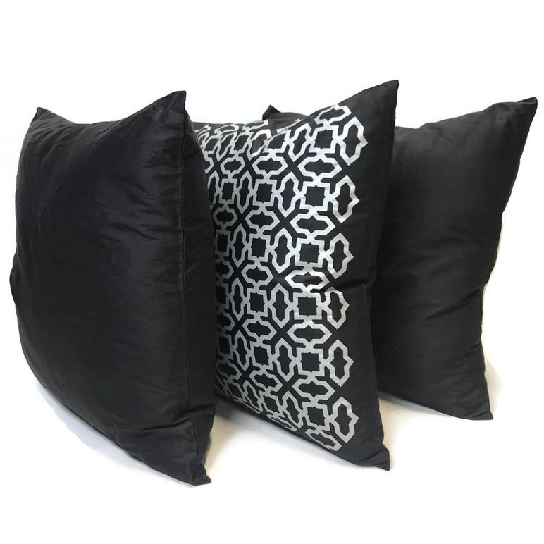 Set van drie 100% zijde kussen hoezen in prachtige zwart met zilverkleur