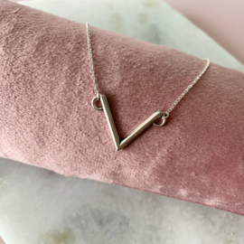 Short Necklace - V - silver plated