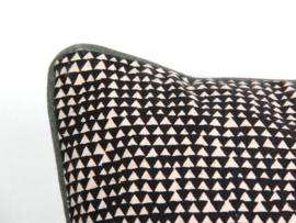 Kussen Triangles Black L