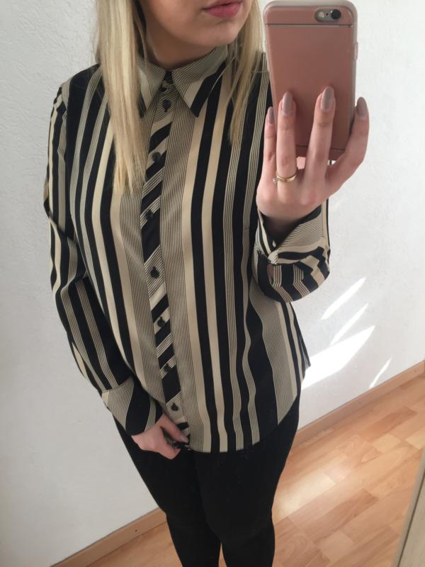 Black & crème blouse