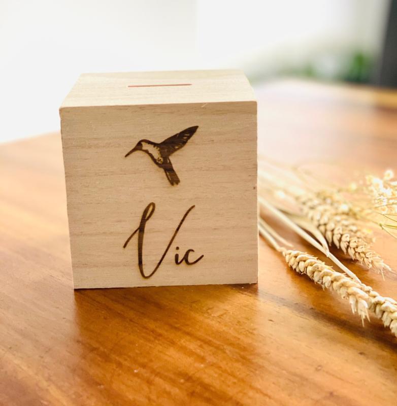 Houten spaarpotje met gravure kolibri