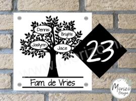 Naambordje boom met apart huisnummer