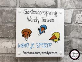 bedrijfsnaambordje met logo Gastouderopvang Wendy