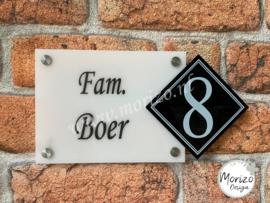 Naambordje strak met apart huisnummer
