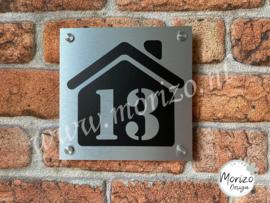 Huisnummerbordje met huis
