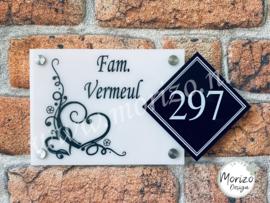 Naambordje met hartjes sierlijk met apart huisnummer