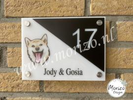 Stel uw eigen naambordje met hond samen driehoek