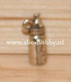 Baby Fles, Charms