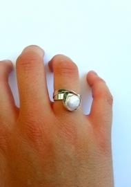 Captive pearl