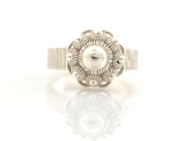 Hamerslag ring met een zeeuwse knop