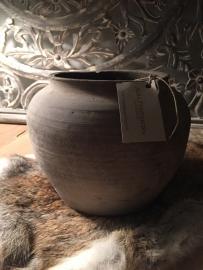 Aura Peeperkorn Terracotta pot Grey