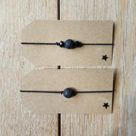 Armbandje - elastisch draad - matte lavasteen kraal
