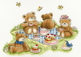 Borduurpakket Margaret Sherry - Teddy Bears' Picnic - Bothy Threads    bt-xms18