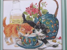 Cross Stitch / Curious cat