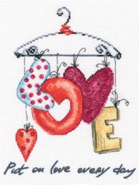 Borduurpakket Put on love every day - RTO    rto-m70034