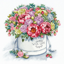 Borduurpakket Peonies in a Hat Box - PANNA    pan-7058-c