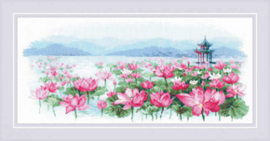 Borduurpakket Lotus Field - Pagoda on the Water - RIOLIS    ri-1869