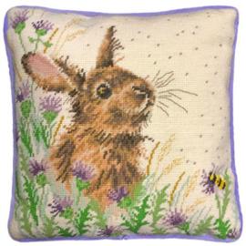 Kussenborduurpakket Hannah Dale Tapestries - The Meadow - Bothy Threads    bt-thd30