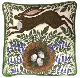 Kussenborduurpakket Catherine Rowe - Spring Hare - Bothy Threads    bt-tap01