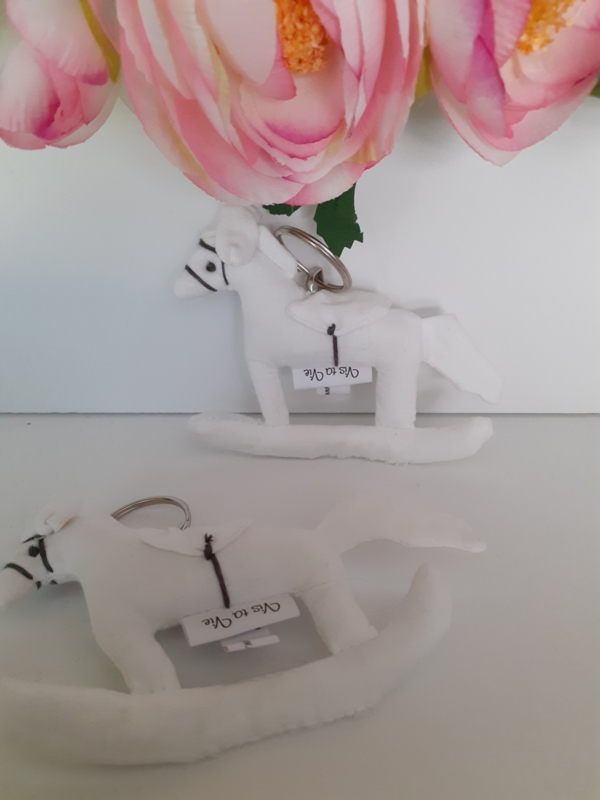 Sleutelhanger schommelpaardje - wit