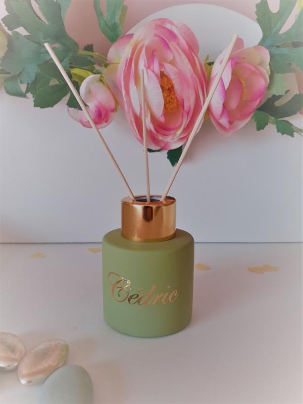 Zijdegroen parfumflesje cylinder - gouden dopje