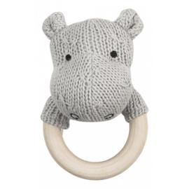 Licht grijze nijlpaard rammelaar uit de baby collectie van Jollein.