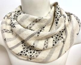Smart offwhite tørklæde med grå stjerner