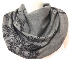 Meleret grå med sort mønster