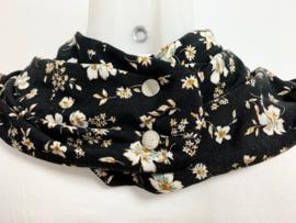 Sort tørklæde med hvide blomster
