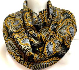 Velourtørklæde i sort med okkergult påfulgemotiv