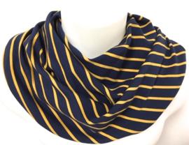 Blåt tørklæde med en gul stribe