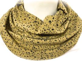 Karryfarvet tørklæde med små sorte prikker