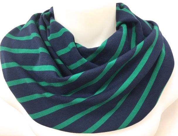 Blå og grøn stribet tørklæde