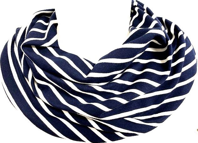 Marineblåt tørklæde med hvide striber