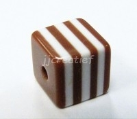 Vierkant bruin, wit
