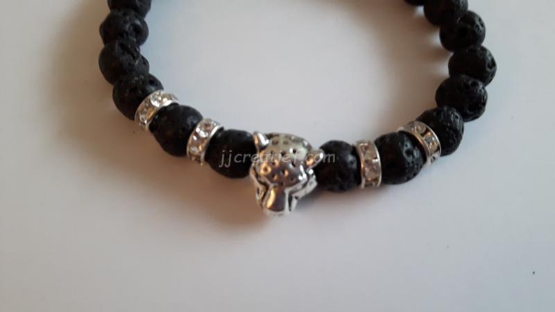 Armband  met een luipaard hoofd.