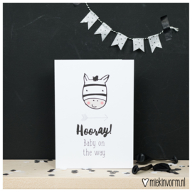 Hooray! baby on the way || Dubbelgevouwen ansichtkaart met envelop