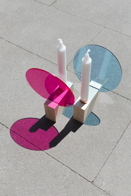 Reflecting candle holder