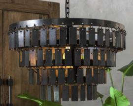 Smeedijzeren lamp met plaatjes