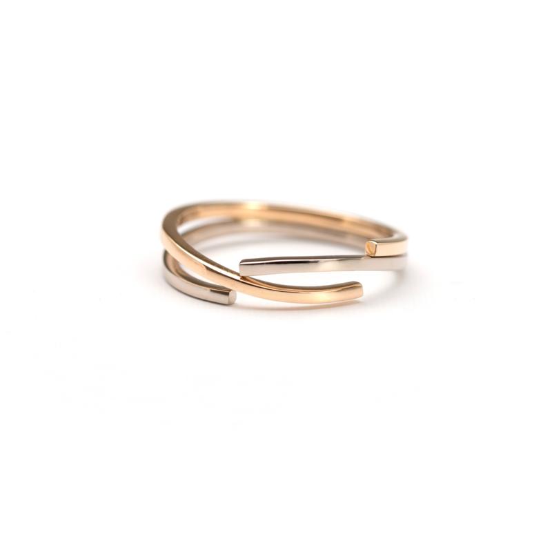 Gouden ring met twee kleuren goud